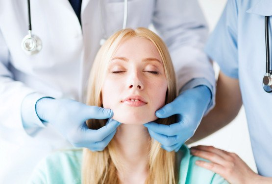 photodune-5497991-plastic-surgeon-or-doctor-with-patient-m